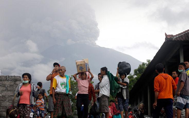 Σε ύψιστο συναγερμό το Μπαλί, κίνδυνος για άμεση μεγάλη έκρηξη του ηφαιστείου Αγκούνγκ