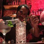 Tο ποτό που συνδέεται με το σεξαπίλ αποκαλύπτει η επιστήμη