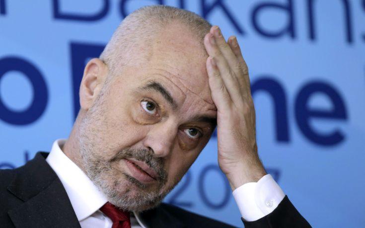 Με «βεβαρημένη σχιζοφρένεια» ο αλβανός πρωθυπουργός