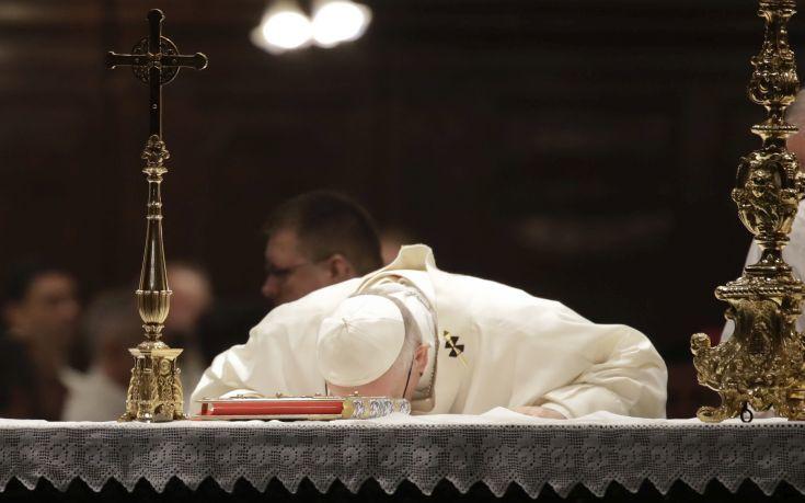Ο πάπας Φραγκίσκος… εξομολογείται