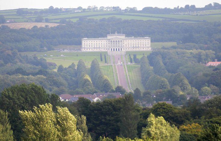 Οργή στη Β. Ιρλανδία για τους μισθούς των… τεμπέληδων βουλευτών