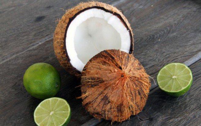 Καρύδα και λεμόνι για ίσια μαλλιά