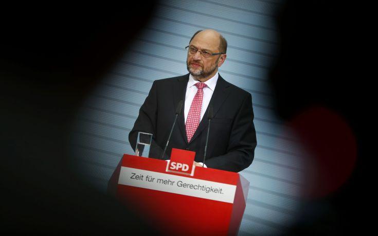 Με 81,9% ο Μάρτιν Σουλτς επανεξελέγη αρχηγός του SPD