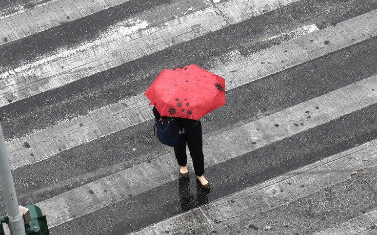 Κακοκαιρία την Κυριακή με βροχές, καταιγίδες και χιόνια