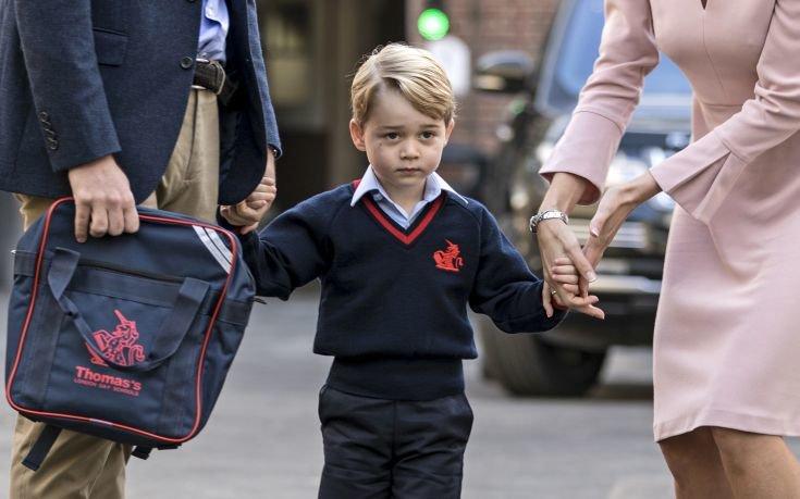 Ο πρίγκιπας Τζορτζ έγινε… αρνάκι