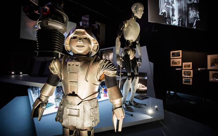 Η έκθεση «Science Fiction: ταξίδι στο άγνωστο» με τη στήριξη της COSMOTE στη Στέγη