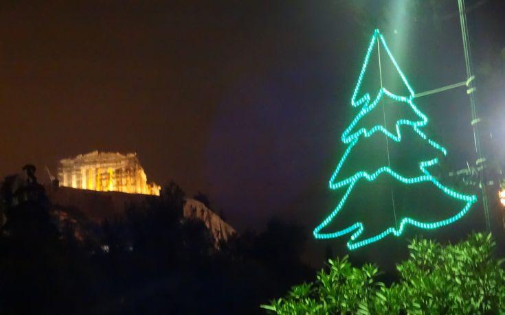 Φωταγωγείται αύριο το χριστουγεννιάτικο δέντρο στο Σύνταγμα