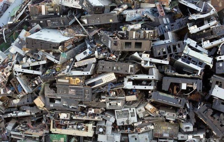 Τα ηλεκτρονικά απόβλητα το 2016 ζύγιζαν όσο 9 πυραμίδες της Γκίζας