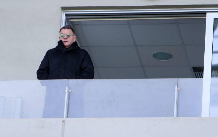 Στα χέρια ο Αλέξης Κούγιας με τον προπονητή της ΑΕΛ