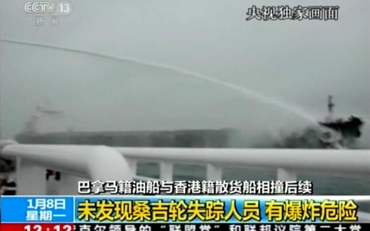 Κίνδυνος έκρηξης στο τάνκερ που φλέγεται στην Κίνα