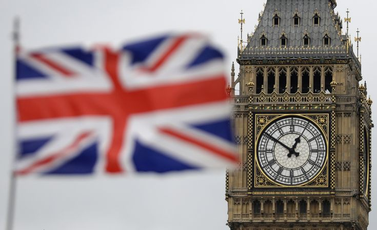 Επώδυνο για τη Βρετανία πιθανό Brexit χωρίς εμπορική συμφωνία