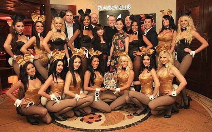 Πρώην «κουνελάκι» του Playboy αποκαλύπτει πώς ήταν τα θρυλικά πάρτι του Χιου Χέφνερ
