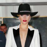 Οι ισχυροί πόνοι αναγκάζουν την Lady Gaga να σταματήσει την περιοδεία της