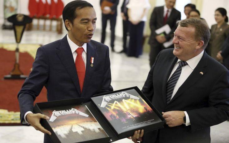 Πλήρωσε 800 ευρώ για να αποκτήσει σπάνιο δίσκο των Metallica που είχε λάβει ως δώρο