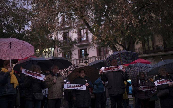 Μπλόκα σε δρόμους της Καταλονίας λόγω σύλληψης Πουτζντεμόν