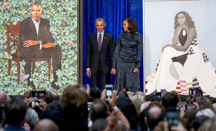 Μπαράκ και Μισέλ Ομπάμα σε ρόλο τηλεοπτικών παρουσιαστών