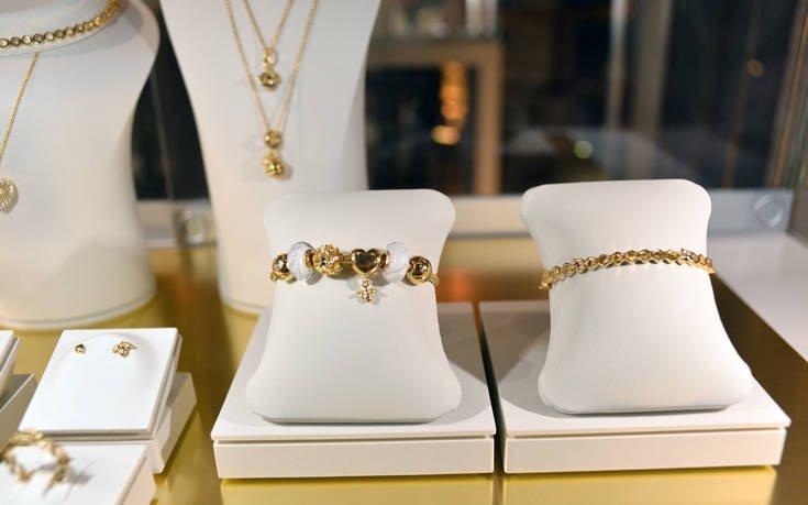 Η PANDORA Shine Collection 2018 άφησε το χρυσό της σημάδι στο κέντρο της Αθήνας