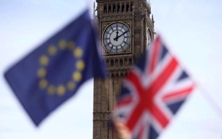 ΕΕ και Βρετανία κατέληξαν σε συμφωνία με αστερίσκους για το Brexit