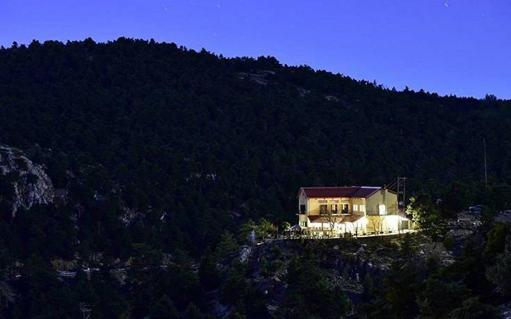Ορειβατικά καταφύγια που θα σε κάνουν να πάρεις τα βουνά