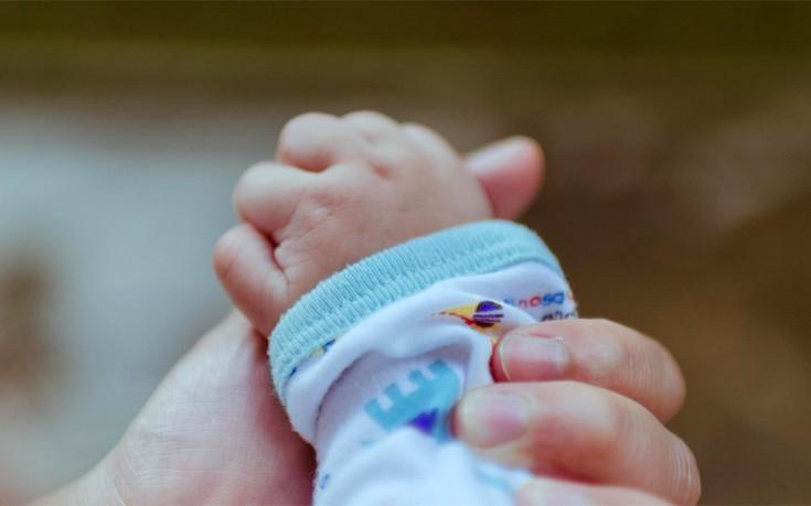 Ζευγάρια πλήρωναν έως και 20.000 ευρώ για ένα μωρό