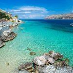 Λιμένι, στο χρώμα της θάλασσας και της πέτρας
