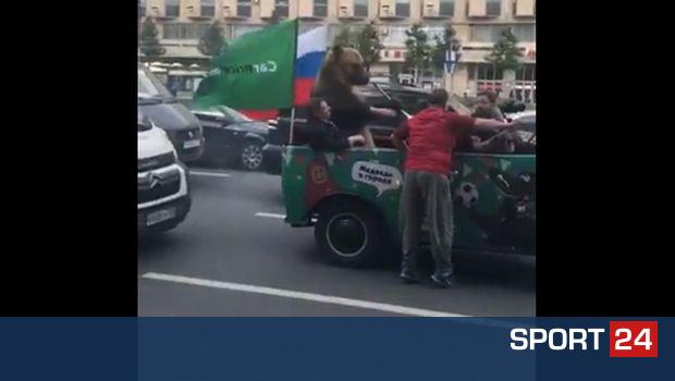 Αρκούδα πανηγυρίζει με βουβουζέλα τη νίκη της Ρωσίας!
