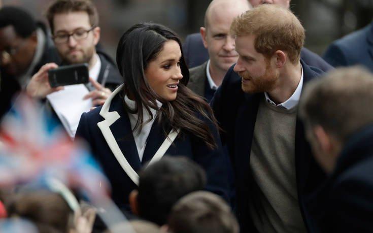 Ο πρίγκιπας Χάρι παντρεύει τον παιδικό του φίλο