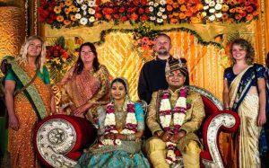 «Αγοράστε εισιτήρια και ζήστε από κοντά έναν ινδικό γάμο»