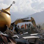 Εκεί που κάποτε ζούσαν άνθρωποι είναι τώρα ομαδικοί τάφοι στην Ινδονησία