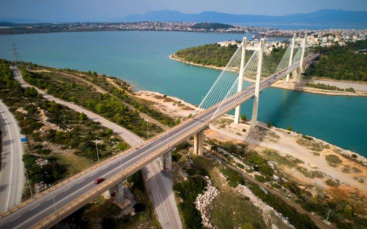 Η κρεμαστή γέφυρα της Χαλκίδας από ψηλά