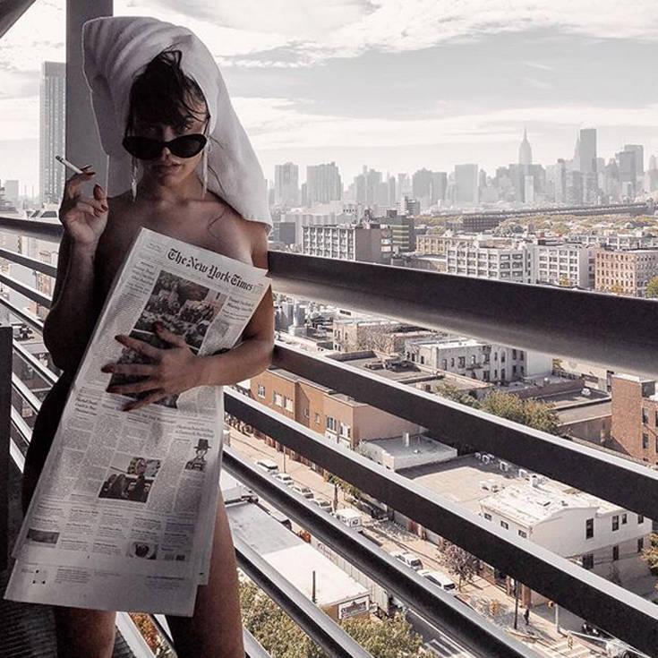 Η Κόνι Μεταξά έχει χιούμορ και σέξι Instagram