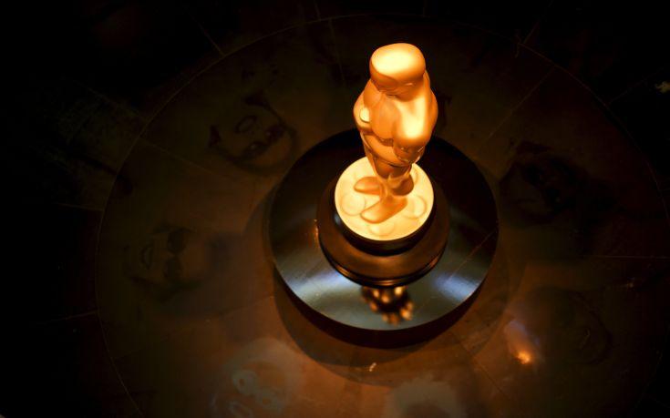 Στο σφυρί σε σπάνια δημοπρασία δύο αγαλματίδια Όσκαρ