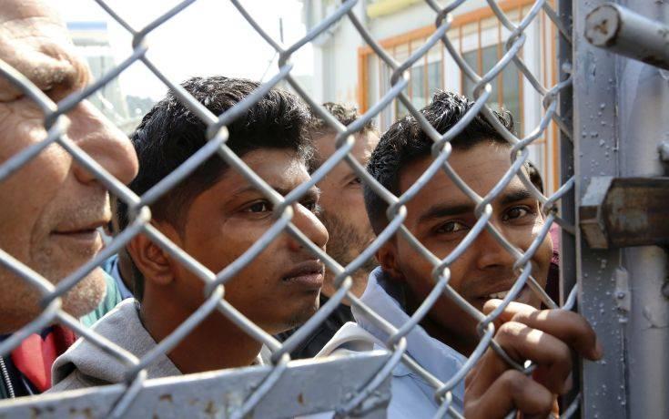 Παραμένουν υπεράριθμοι οι πρόσφυγες και μετανάστες στις δομές των Ενόπλων Δυνάμεων