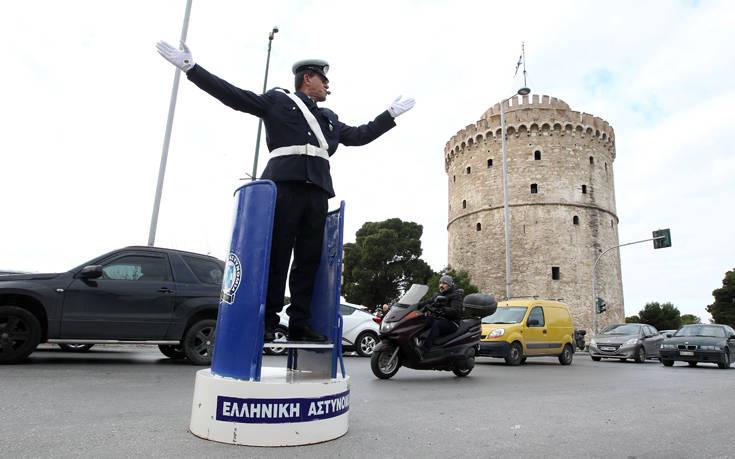 Ο τροχονόμος με το βαρέλι του επέστρεψε στον Λευκό Πύργο