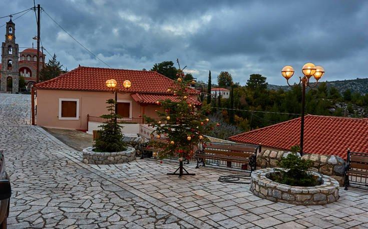 Το χωριό που κρέμεται ανάμεσα στα βουνά