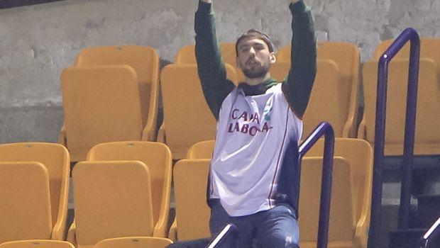 Οπαδός του Ολυμπιακού πήγε στο… σπίτι του τον οπαδό της Μπασκόνια