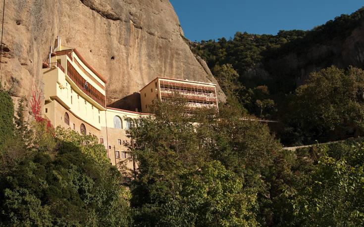 Η παλαιότερη μονή στην Ελλάδα είναι σκαρφαλωμένη σε απόκρημνο βράχο