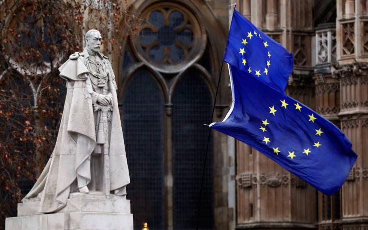 «Οι πιθανότητες ενός σκληρού Brexit έχουν αυξηθεί»