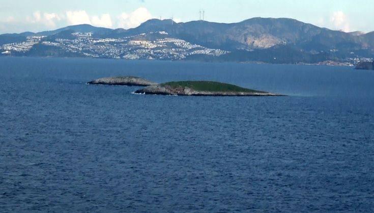 Στεφάνι στη θαλάσσια περιοχή των Ιμίων στη μνήμη των τριών αξιωματικών