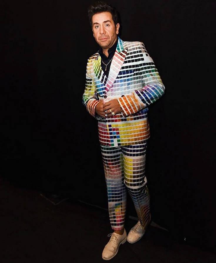 Χαμός στο Twitter με το πολύχρωμο κοστούμι του Γιώργου Μαζωνάκη στο YFSF