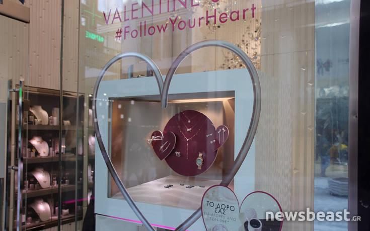 Στον Άγιο Βαλεντίνο ελπίζουν τα καταστήματα για αύξηση στις πωλήσεις