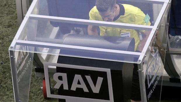 Champions League: Οι πρώτοι διαιτητές που θα σφυρίξουν με VAR την προσεχή εβδομάδα
