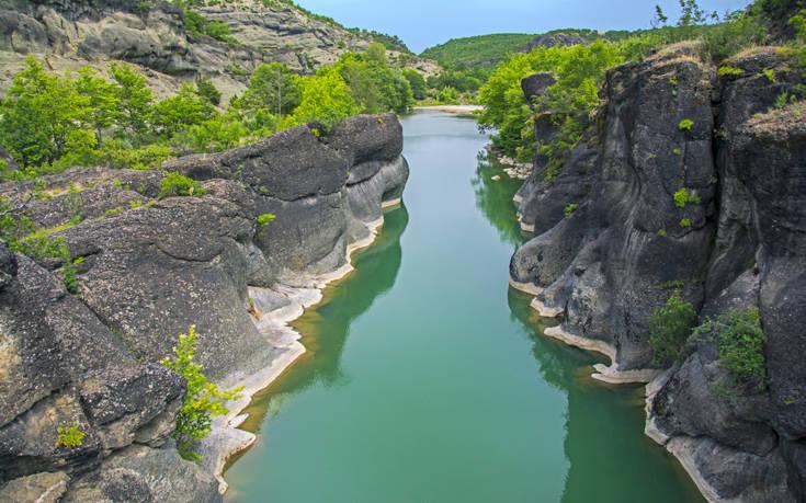 Ο ποταμός που δημιουργήθηκε από τα δάκρυα μιας χαμένης αγάπης