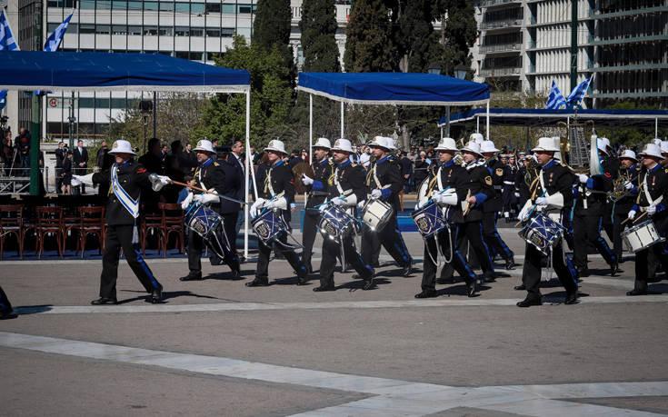 Το «Μακεδονία Ξακουστή» έπαιξε η μπάντα των ενόπλων δυνάμεων στο Σύνταγμα