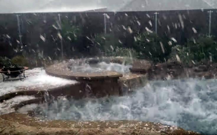 Σφοδρή χαλαζόπτωση σε αυλή με πισίνα