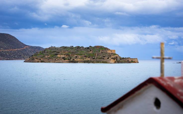 Το νησί των ζωντανών νεκρών που έχει εξελιχθεί σε δημοφιλή προορισμό