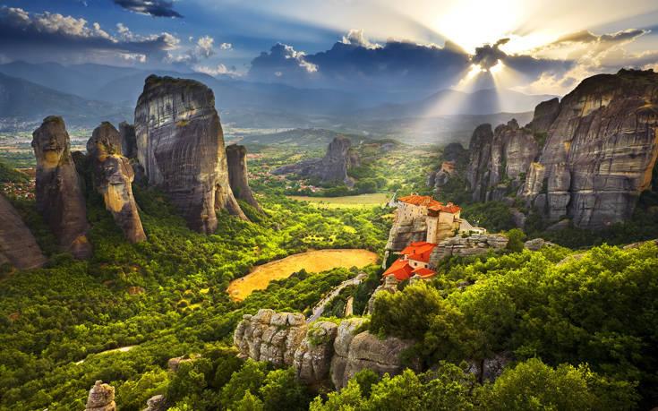 Κατανυκτική ατμόσφαιρα το Πάσχα στα μοναστήρια των Μετεώρων
