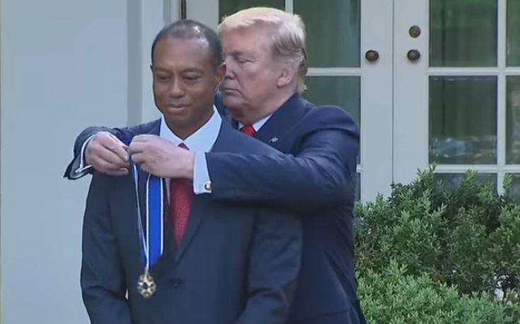 Ο Τραμπ τίμησε τον Τάιγκερ Γουντς με το «Προεδρικό Μετάλλιο της Ελευθερίας»