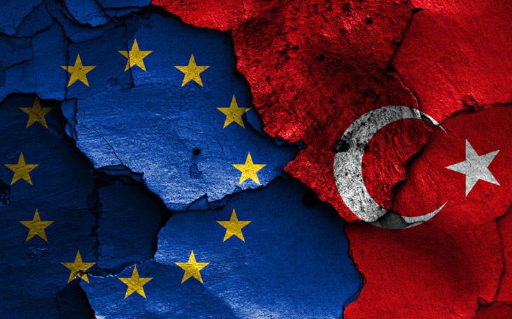 Bloomberg: Η Ε.Ε. θα απειλήσει με αντίποινα την Τουρκία