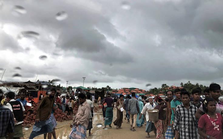 Βροχές στο Μπαγκλαντές με 10 νεκρούς, χιλιάδες καταλύματα προσφύγων Ροχίνγκια καταστράφηκαν